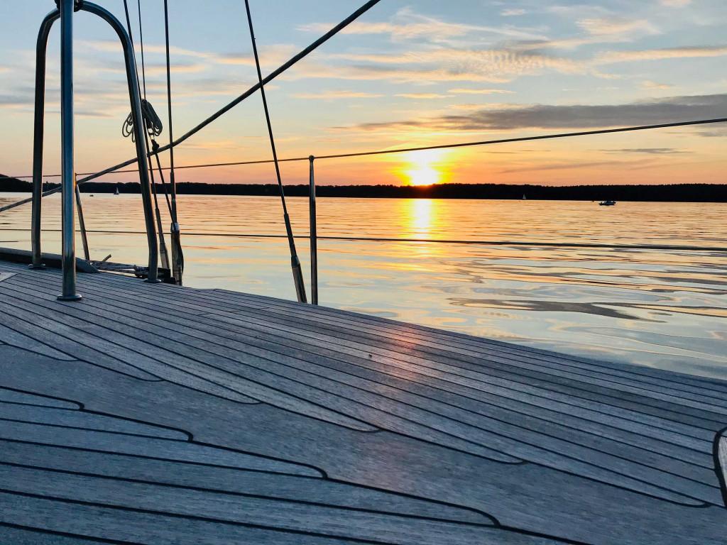 Sonnenuntergang auf einer Yacht